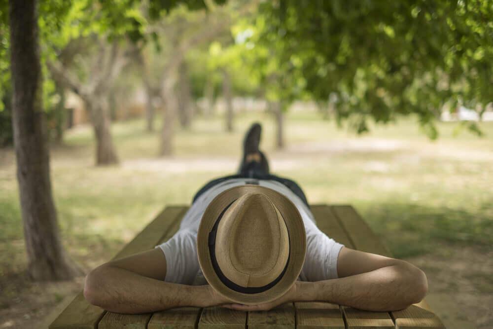 dormir en verano con acúfenos