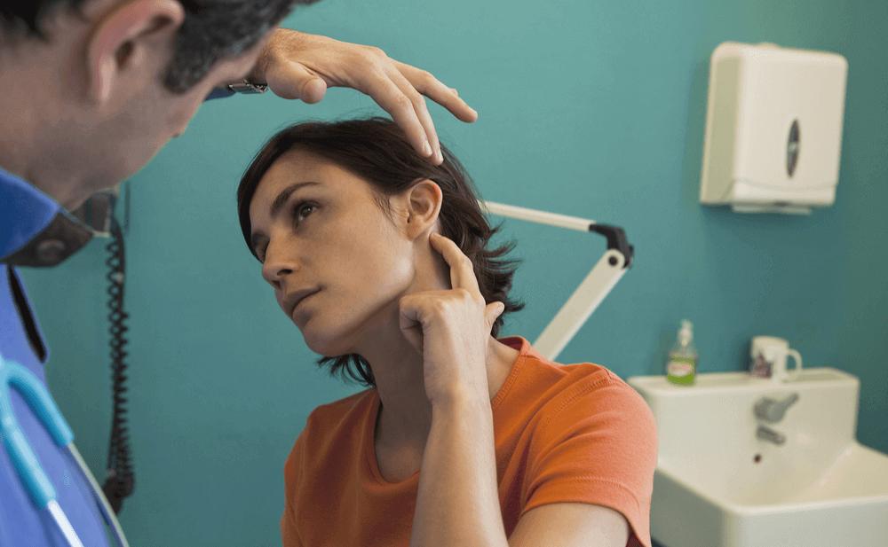 pitido en el oído izquierdo