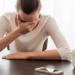 Zumbidos en los oídos y dolor de cabeza, ¿cuál es la causa?